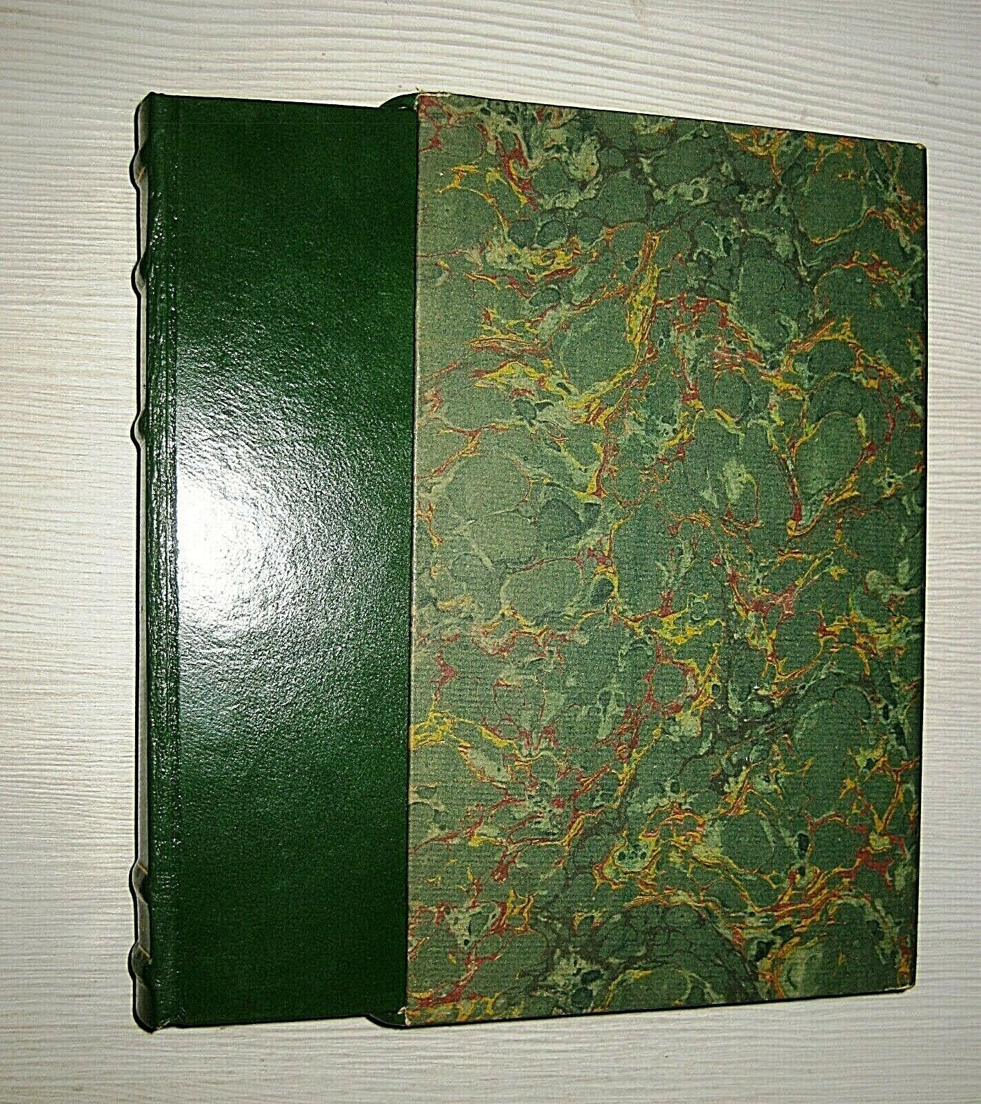 """Una copia del """"Pelle verde"""" del Signore degli anelli"""" di Tolkien vicina alla perfezione!"""