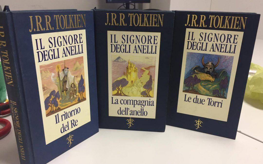 """Terminata l'asta su eBay. Il """"telata blu"""" di Tolkien aggiudicato per € 1.384. Da 20 anni non si vedeva una trilogia completa sul mercato!"""