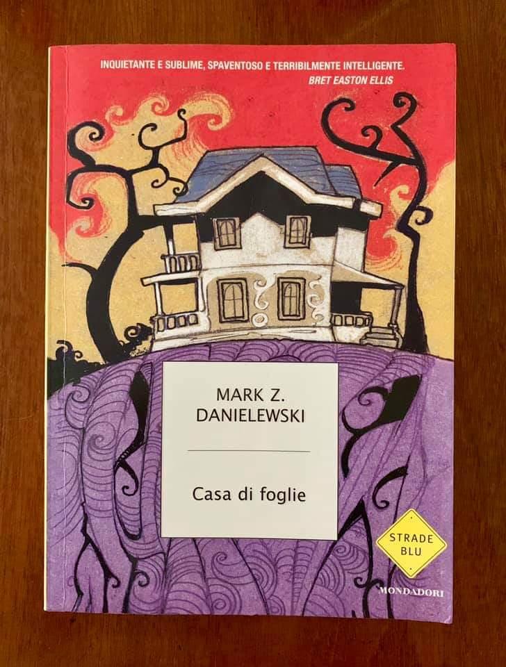 """Casa di foglie"" di Mark Z. Danielewski (Strade Blu Mondadori) a 2 € al mercatino!"