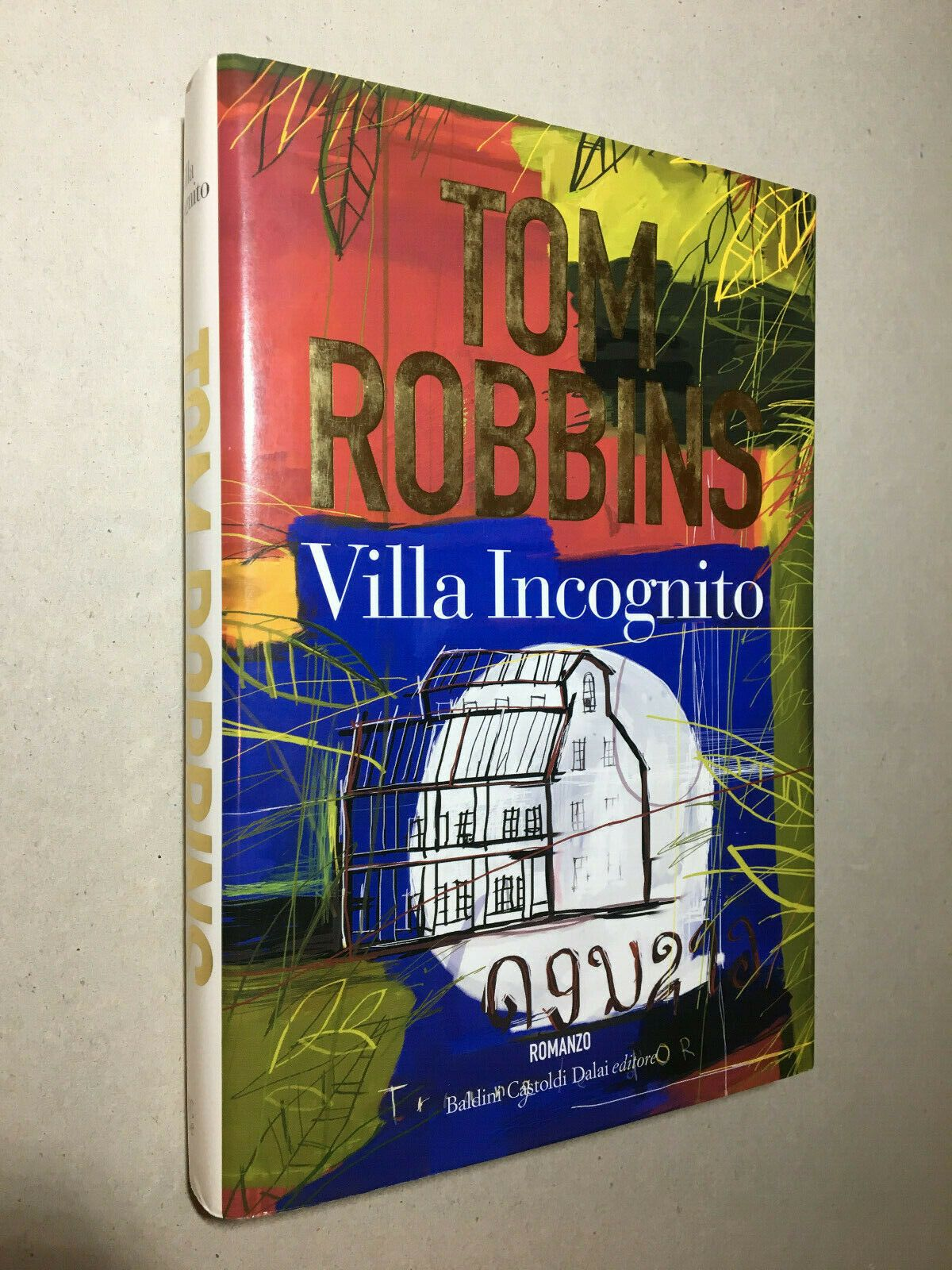 "Due copie del raro ""Villa Incognito"" di Tom Robbins"