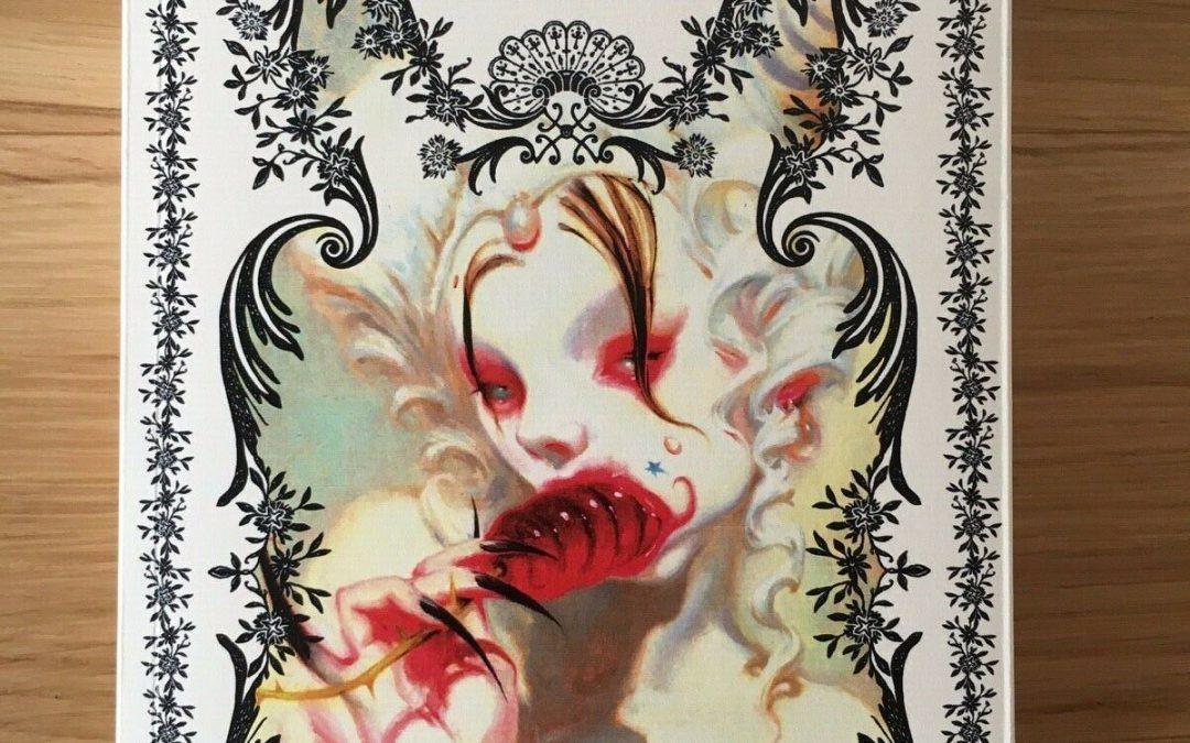 """""""V. M. 18"""" di Isabella Santacroce; in asta su eBay una copia autografata"""
