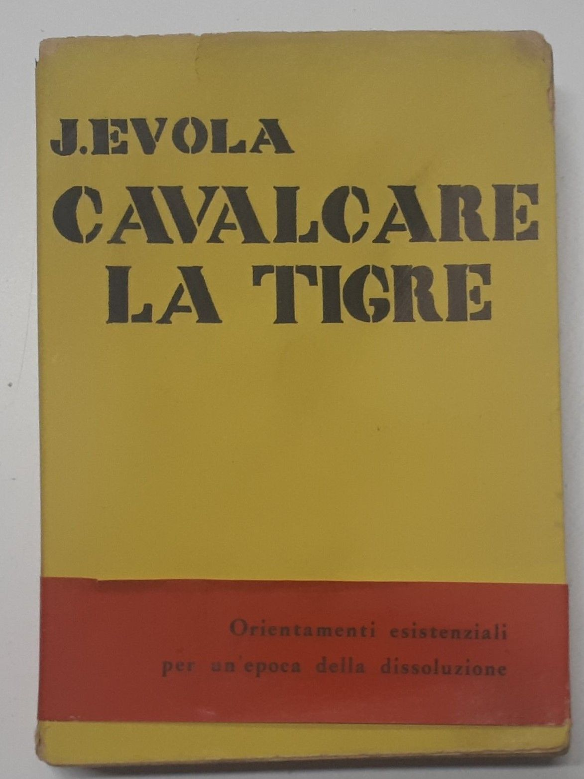 """""""Cavalcare la tigre"""" di Julius Evola – 1° ed. 1961 All'Insegna del pesce d'oro rarissima completa di fascetta editoriale, 74,99 €"""