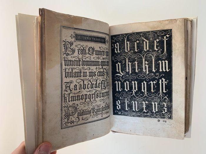 Libro nuovo d'imparare a scrivere tutte sorte lettere antiche e moderne di tutte nationi (1540-45): pezzo raro in asta