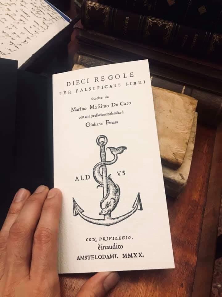 """Ultimissime copie di magazzino di """"Dieci regole per falsificare libri"""" di M. Massimo De Caro (2020): compresa la copia XXV dell'edizione Deluxe"""
