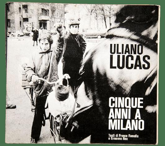 """""""Cinque anni a Milano"""" (Musolini, 1973) di Uliano Lucas in asta sottoprezzo: quando fotografia e arte sono la stessa cosa"""