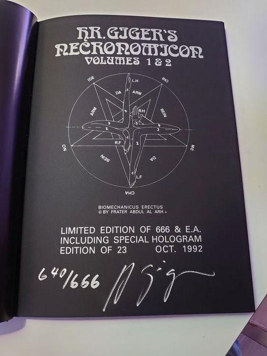 """Sicuri che il """"Necronomicon"""" non esista? Mai sentito parlare del capolavoro di H. R. Giger?"""