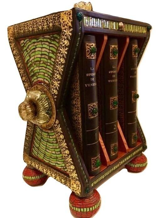 """Una inaspettata """"Storia di Venezia"""" di Pompeo Molmenti con cofanetto in legno e mosaico di vetro di Murano"""