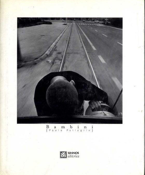 """""""Bambini"""" di Paolo Pellegrin (Sinnos, 1996): l'infanzia devastata negli scatti di un genio della fotografia"""