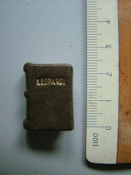 """Un incredibile libro in miniatura (2,2 x 1,6 cm): i """"Dialoghi"""" di Giacomo Leopardi (1943)"""