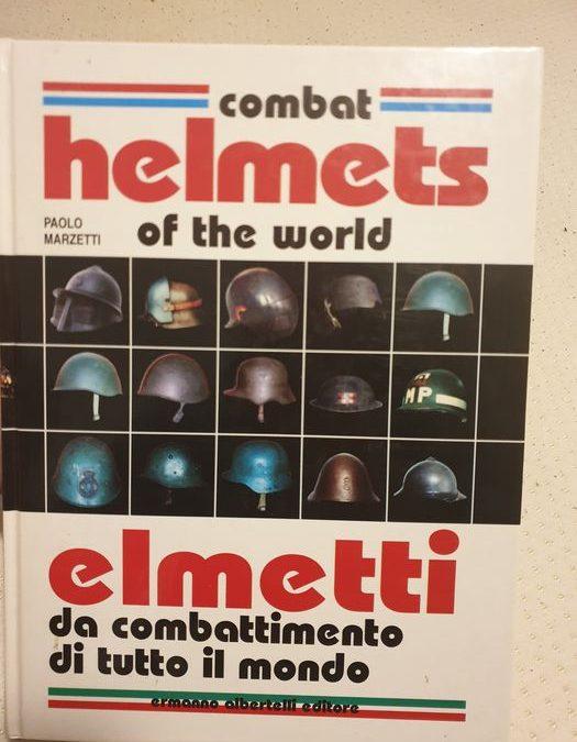 """Il ricercatissimo """"Elmetti da combattimento di tutto il mondo"""" (1996) di Paolo Marzetti in asta sottoprezzo"""