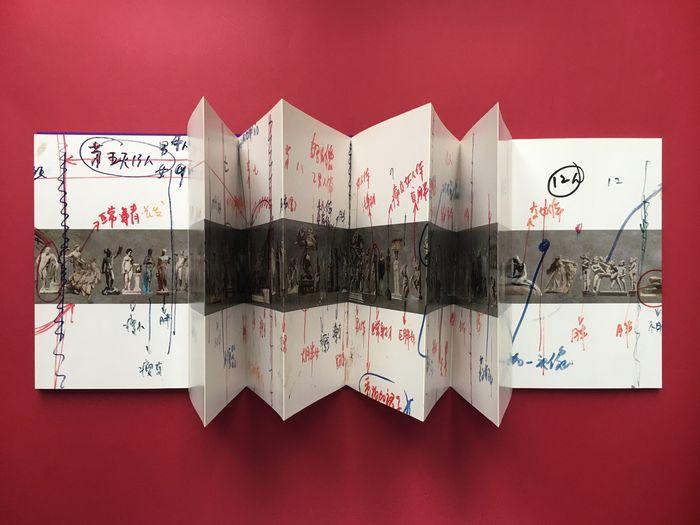 """""""History of Monuments"""" di Wang Qingsong (2012): un'opera eccezionale su cui investire ad occhi chiusi"""