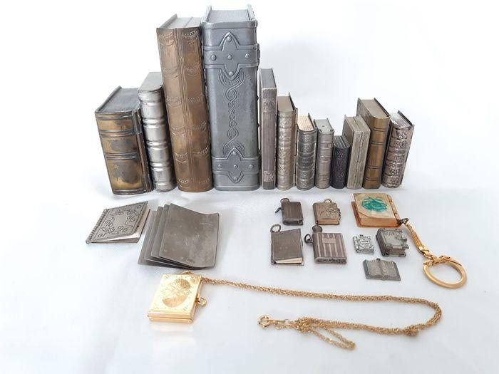 In asta lotto di 23 imitazioni di libri in miniatura in metallo del XX secolo