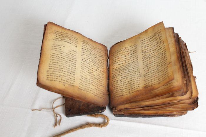 In asta un esemplare ottocentesco di Bibbia copta dell'Etiopia nella sua borsa originale da viaggio