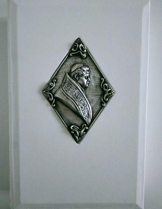 """Edizione numerata di lusso di """"La Rivoluzione di Dio"""" di Benedetto XVI"""
